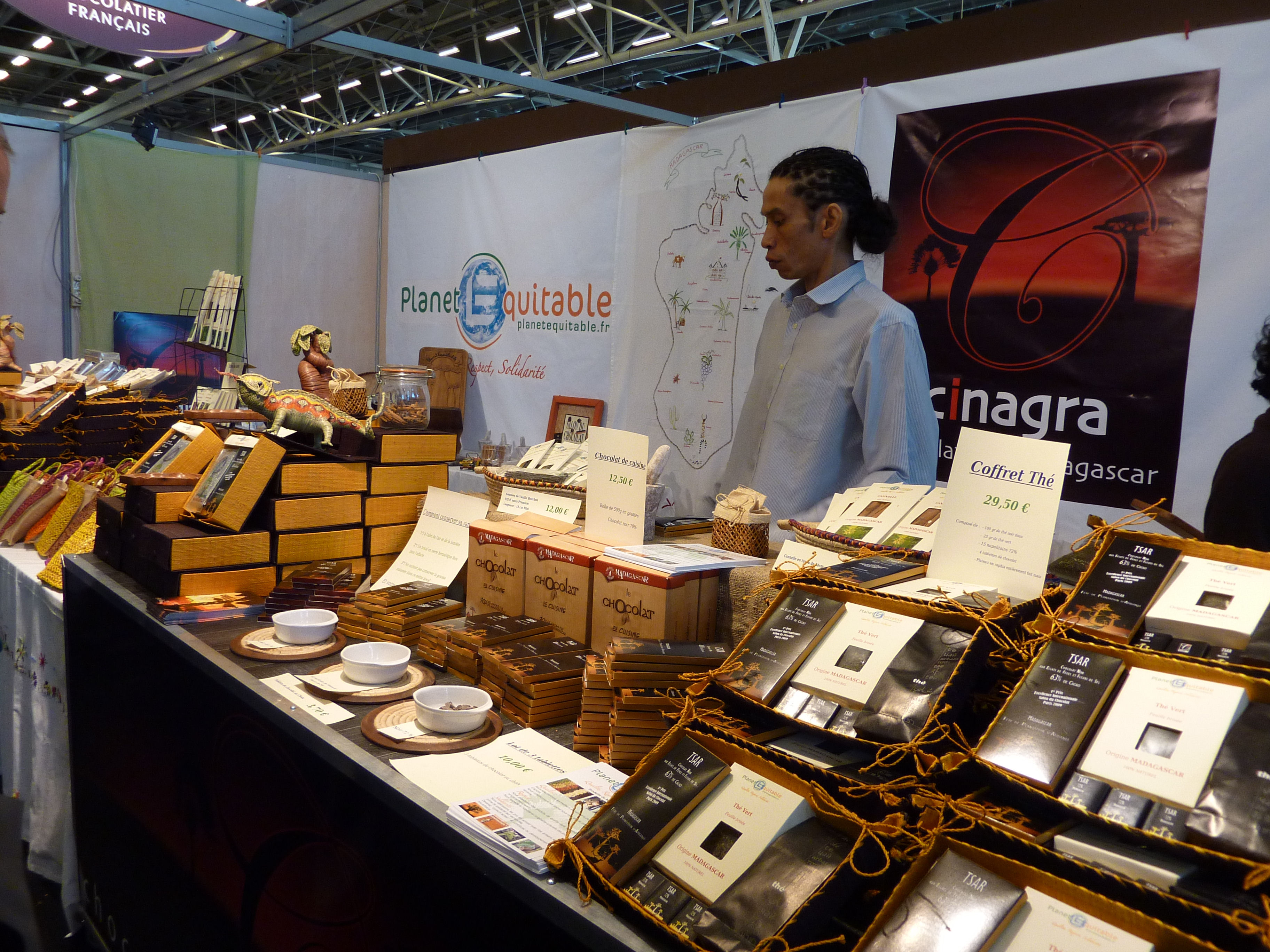 Delicious memories of the salon du chocolat paris for Stand salon