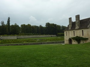 Château with View of the Floating, Sculpted Garden