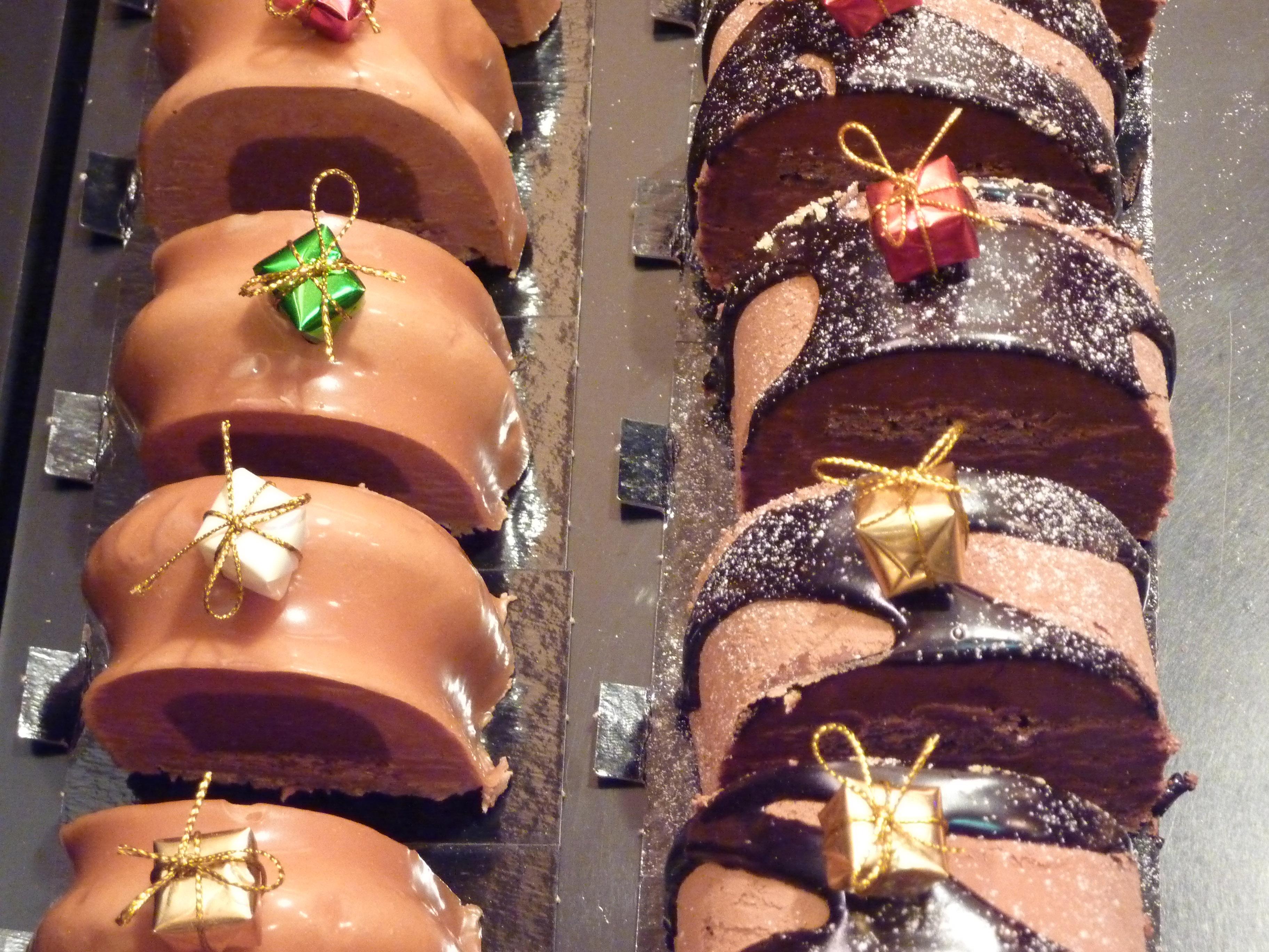 Tasting Bûches de Noël at Le Fournil de Mouffetard - Paris Insights ...