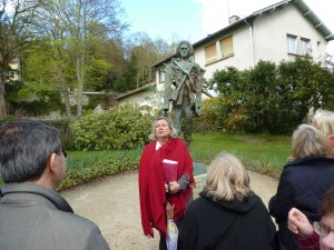 Anne-Claire in front of Statue of Van Gogh by Ossip Zadkine