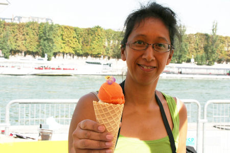 Thaï Thanh Serving Sorbet
