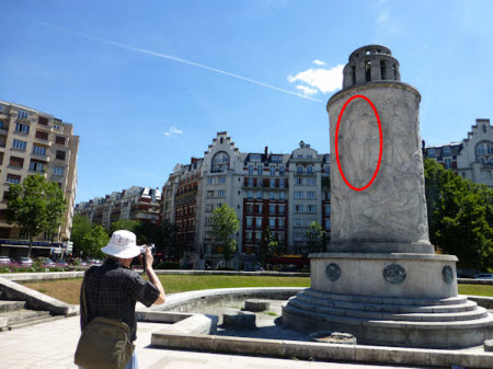 Tom Photographing the Landowski Fountain at Place de la Porte de Saint-Cloud