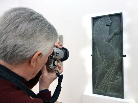 Tom Photographing La Femme à la Harpe