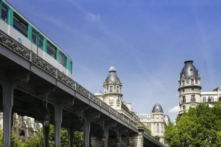 Paris Metro on Pont Bir Hakeim