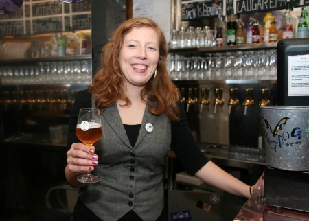 Cécile Thomas Serving Brewberry Beer N° 3
