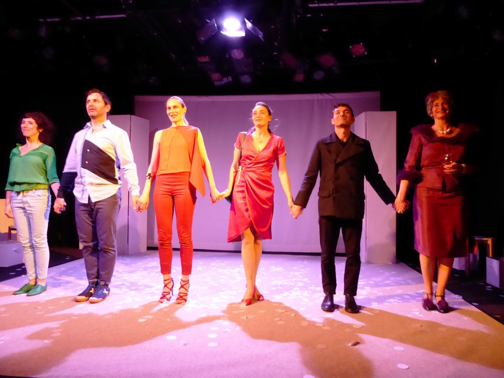 From left to right: Nathalie Baunaure (Jean), Yves Buchin (Dwight), Fiamma Bennett (mistress/stranger); Audrey Lamarque (Hermia), Marc Marchand (Gordon), and Dorli Lamar (Mrs. Gottlieb)